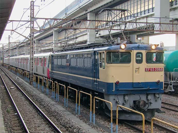 東京都交通局12‐600形の甲種輸送をEF65 2068がけん引
