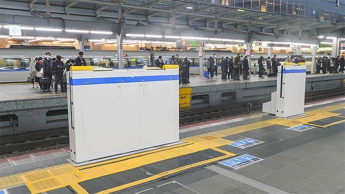 大阪駅8番のりばに昇降式ホーム柵が設置される