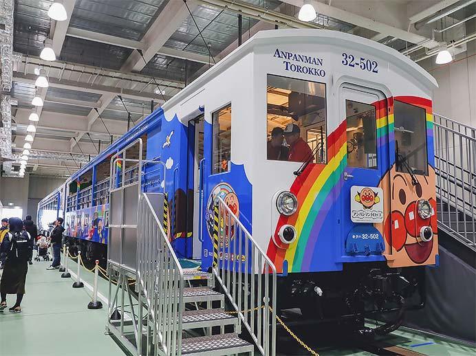 京都鉄道博物館で「瀬戸大橋アンパンマントロッコ列車」展示