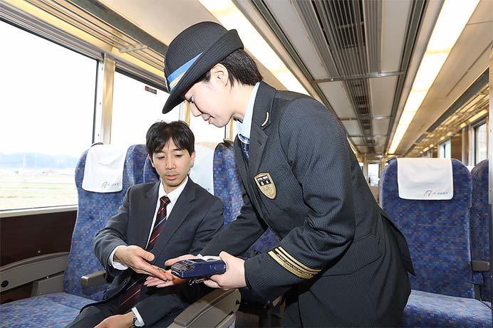 JR西日本,223系「Aシート」車を公開