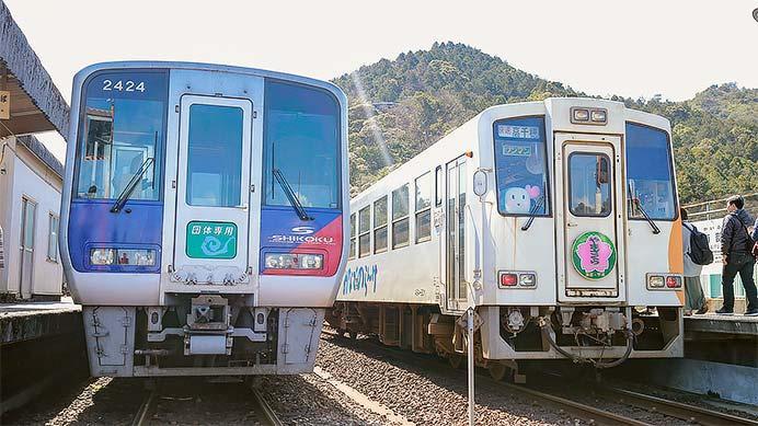 N2000系による団臨が牟岐線へ入線