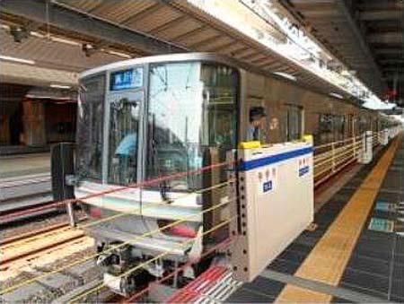 大阪駅,5番・8番のりばの昇降式ホーム柵を使用開始