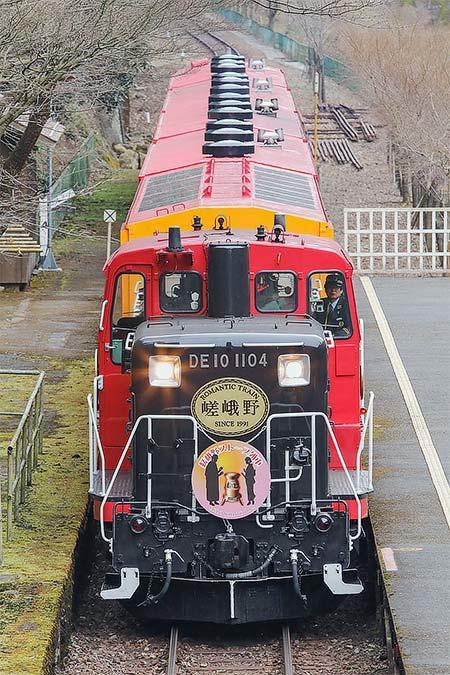 嵯峨野観光鉄道で「嵯峨野ストーブ列車」のヘッドマーク