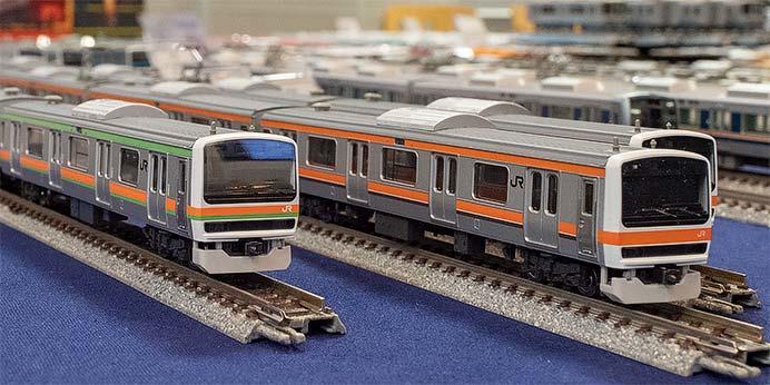 JR 209-3500系通勤電車(川越・八高線)セット(左)とR 209-500系通勤電車(武蔵野線・更新車)セット(右)