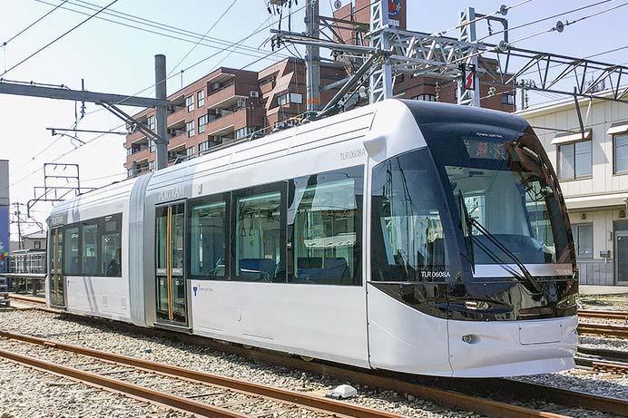 富山ライトレール,TLR0600E形を導入