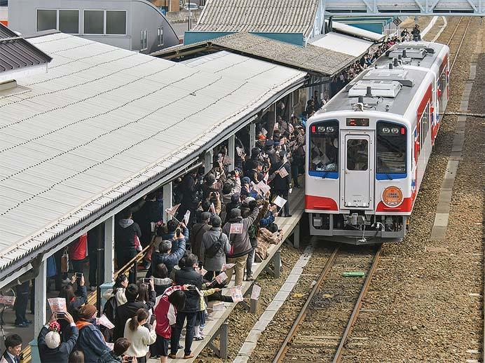 三陸鉄道リアス線で開業記念列車運転