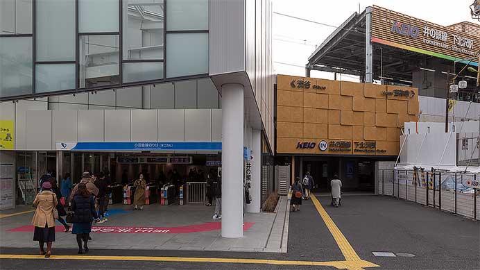 小田急,下北沢駅に大形陶板レリーフ「出会いそして旅立ち」を設置