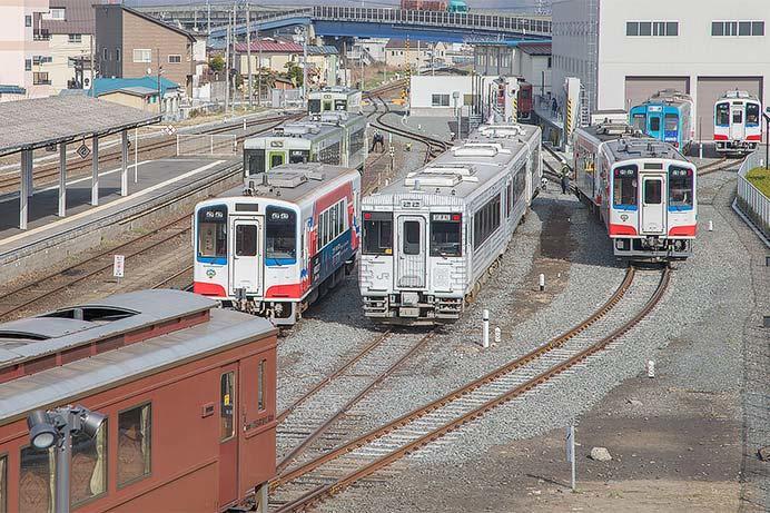 「TOHOKU EMOTION」が三陸鉄道に入線