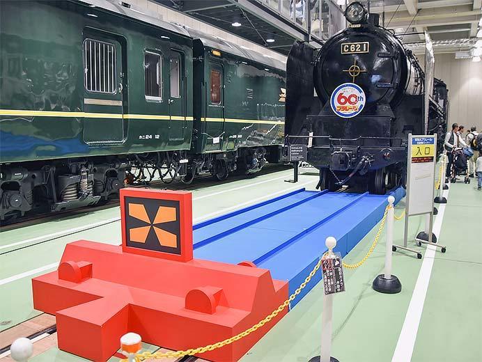 京都鉄道博物館で巨大な「青いレール」の特別展示
