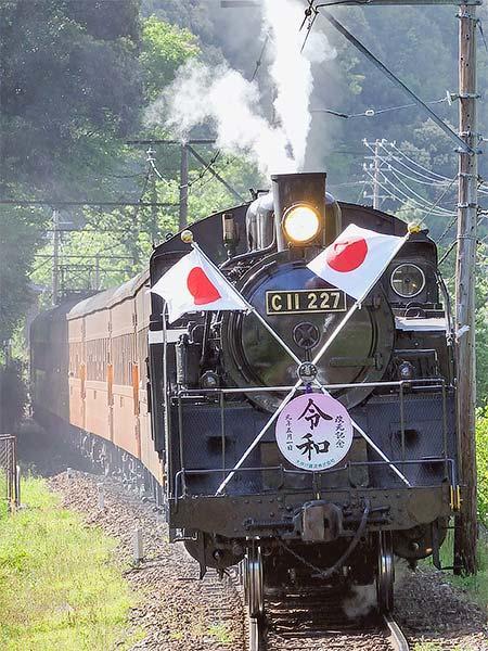 大井川鐡道で日章旗付きSL急行運転