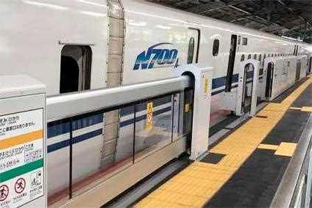 山陽新幹線岡山駅に可動式ホーム柵を設置