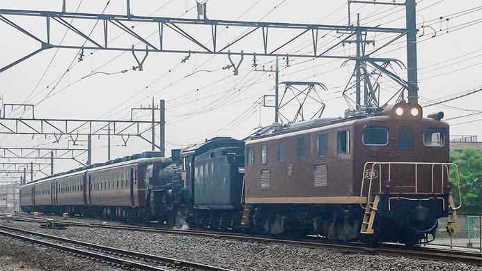 """&lrdquo;SLパレオエクスプレス""""に電気機関車が連結される"""
