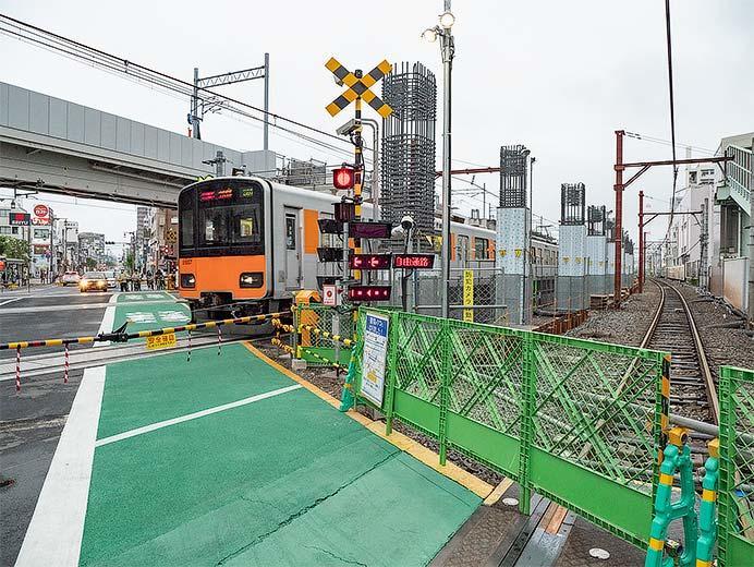 東武伊勢崎線竹ノ塚駅付近の上り急行線が仮線に