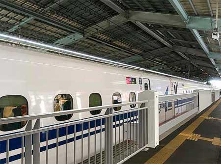 JR西日本,山陽新幹線新神戸駅1番のりばで新タイプの可動式ホーム柵の使用を開始