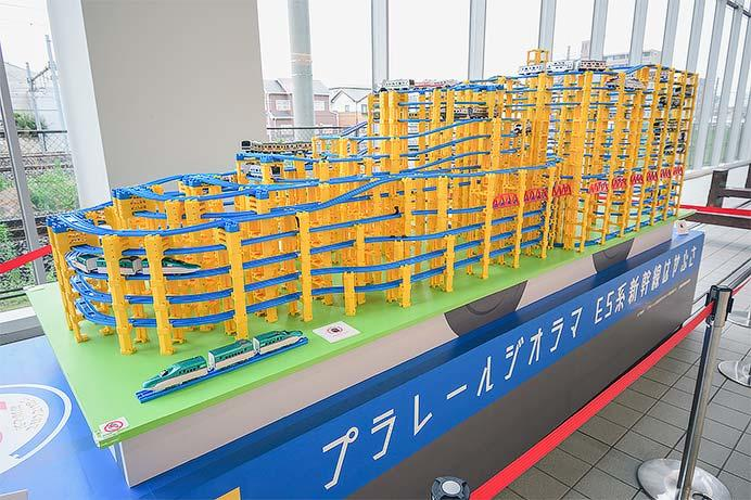 「E5系新幹線はやぶさプラレール車両ジオラマ」