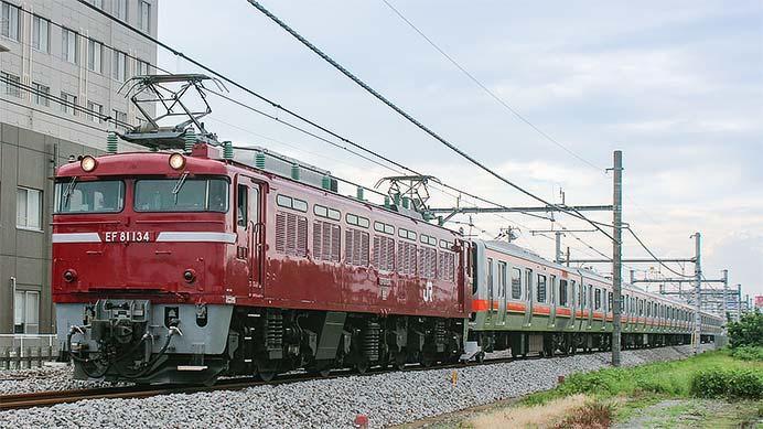 武蔵野線用のE231系が配給輸送される