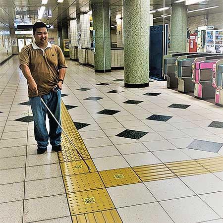 東京メトロ,視覚障がい者向け駅構内ナビゲーションシステム「shikAI」導入のための最終検証を実施