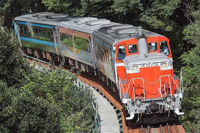 土讃線でDE10 1139とキハ185系3両を使用した訓練列車運転