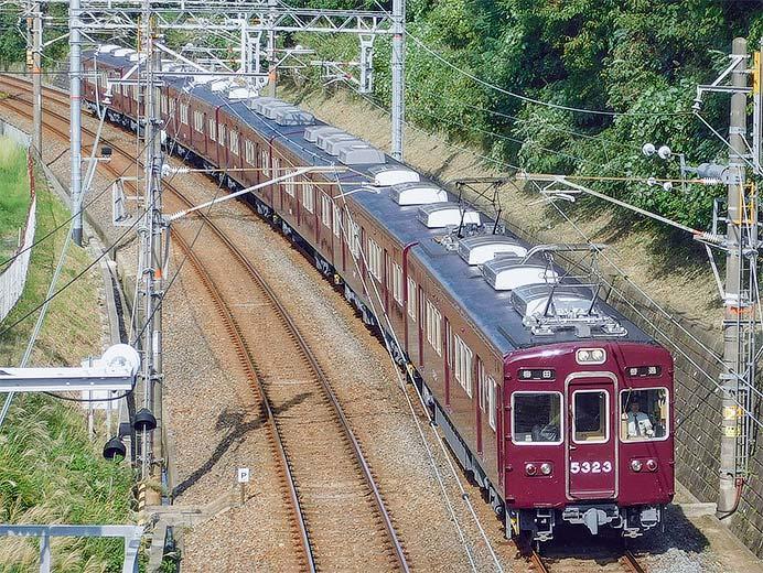 阪急5300系5323編成の冷房装置が更新される