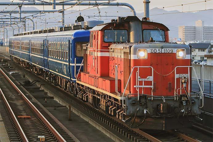 DD51と12系による訓練列車運転