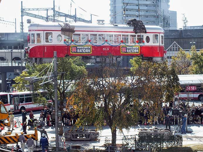 旧名鉄モ513がJR岐阜駅北口広場に移設される