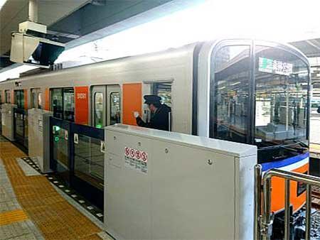 東武東上線池袋駅4番ホームで12月21日からホームドアの使用を開始