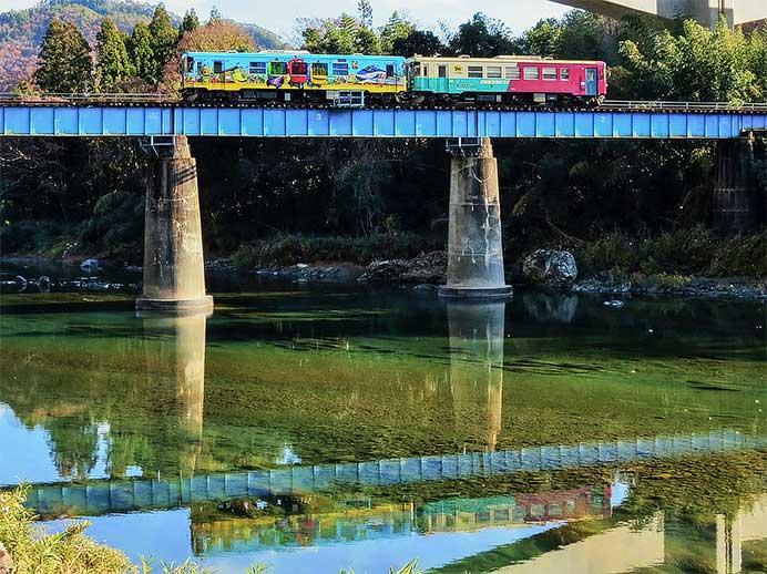 長良川鉄道でクリスマス列車運転