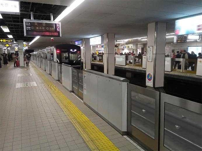 谷町線東梅田駅で可動式ホーム柵の供用を開始