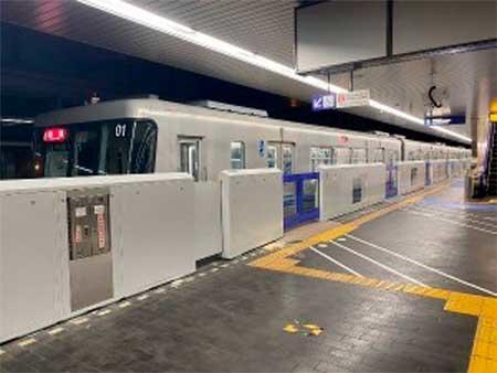 大阪モノレール,大阪空港駅で可動式ホーム柵の使用を2月8日から開始