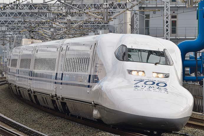 「ありがとう」装飾が施された700系新幹線