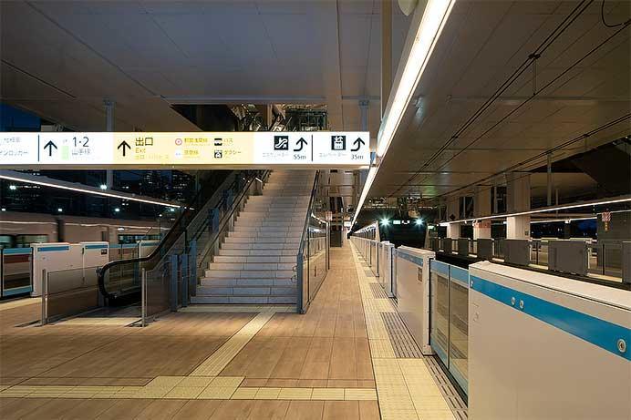 パナソニック,高輪ゲートウェイ駅に調光調色が可能な駅ホーム用照明器具を納入