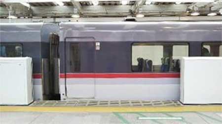 西武新宿駅2番ホームで,3月11日から大開口ホームドアの稼働を開始