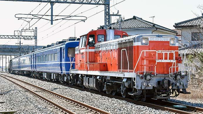 C11 207+ヨ8709+14系客車3両が下今市機関区へ戻る