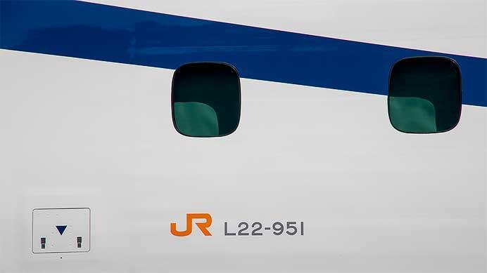 JR東海,超電導リニア改良形試験車を報道陣に公開