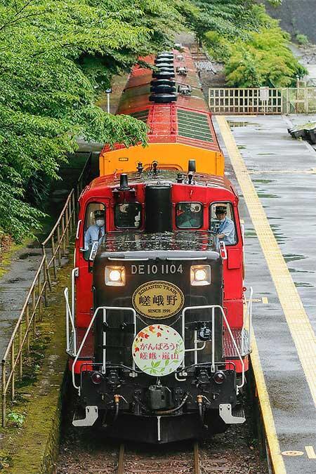 嵯峨野観光鉄道が営業運転を再開