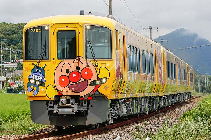 「土讃線きいろいアンパンマン列車」が回送される