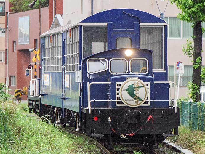 門司港レトロ観光列車「潮風号」にブルートレインヘッドマーク