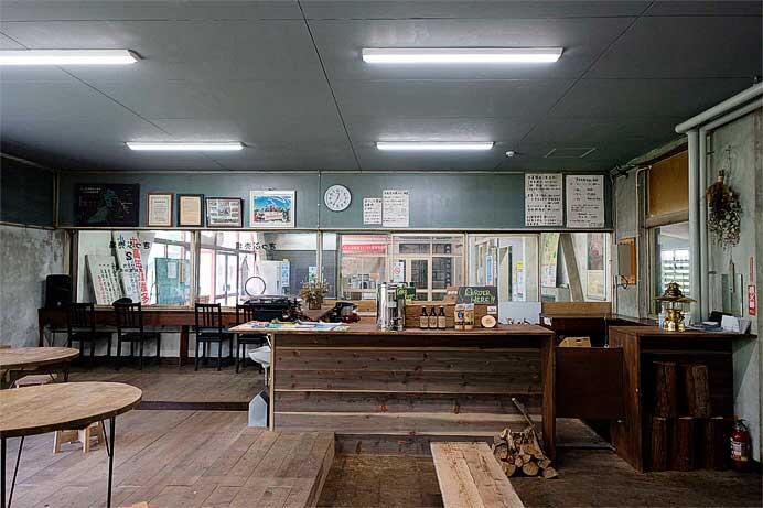 上越線土合駅に駅舎内喫茶「mogura」がオープン