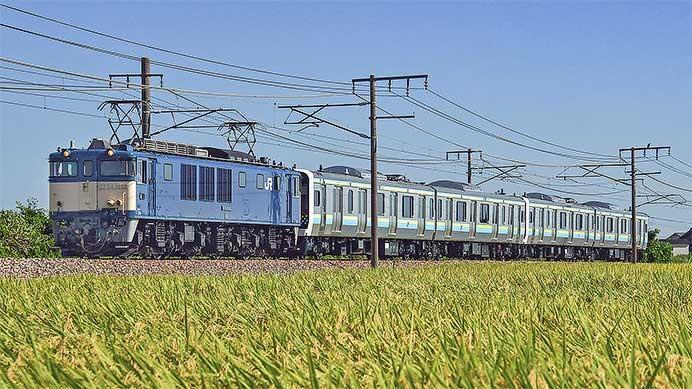 E131系R03編成・R04編成の配給輸送が行なわれる