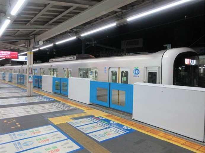西武新宿線,高田馬場駅3番ホームで,9月16日からホームドアの稼働を開始