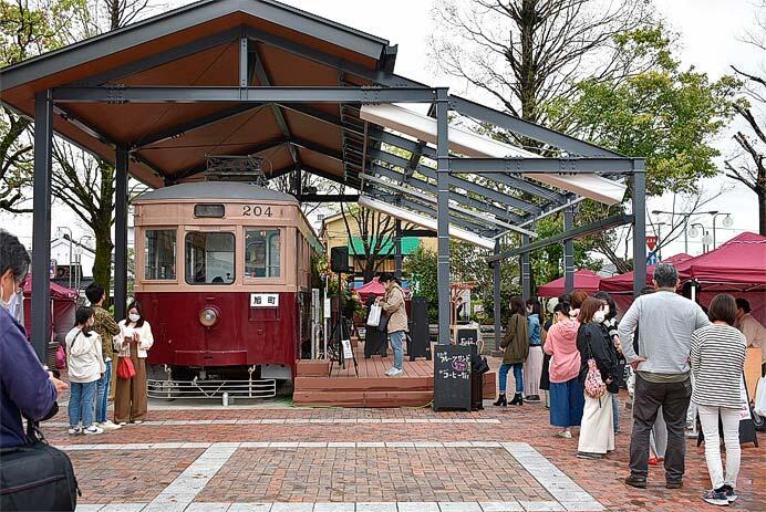 大牟田駅西口駅前に,西鉄200形「204号」を活用した「hara harmony coffee」がオープン