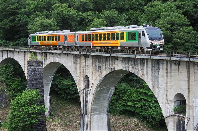 「リゾートあすなろ」が三陸鉄道リアス線へ入線