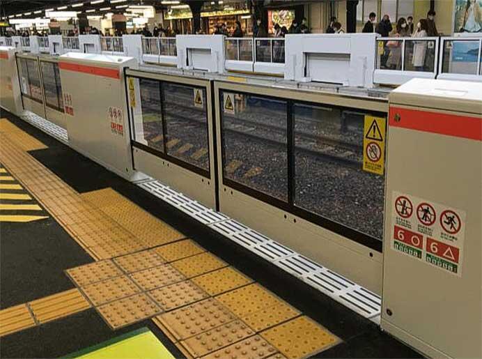 JR西日本,広島駅14番のりば・新今宮駅1番のりばの可動式ホーム柵を7月6日から使用開始