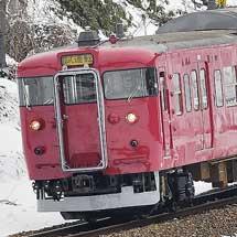 七尾線用415系C07編成が赤色塗装で出場