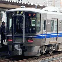 金沢駅で521系の展示会