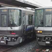 日根野電車区所属の223系,種別幕を交換