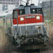 E233系グリーン車が甲種輸送される