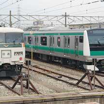 豊田車両センターで185系とE233系7000番台が並ぶ