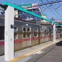 東急田園都市線つきみ野駅で昇降スクリーン式ホームドアの試験を開始