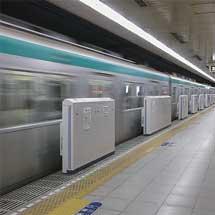 京都市営地下鉄烏丸線烏丸御池駅に可動式ホ-ム柵設置